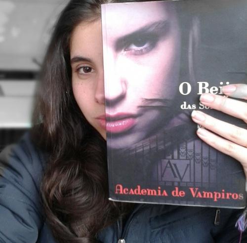 Livro-OBeijodasSombras-Academiadevampiros-VA..